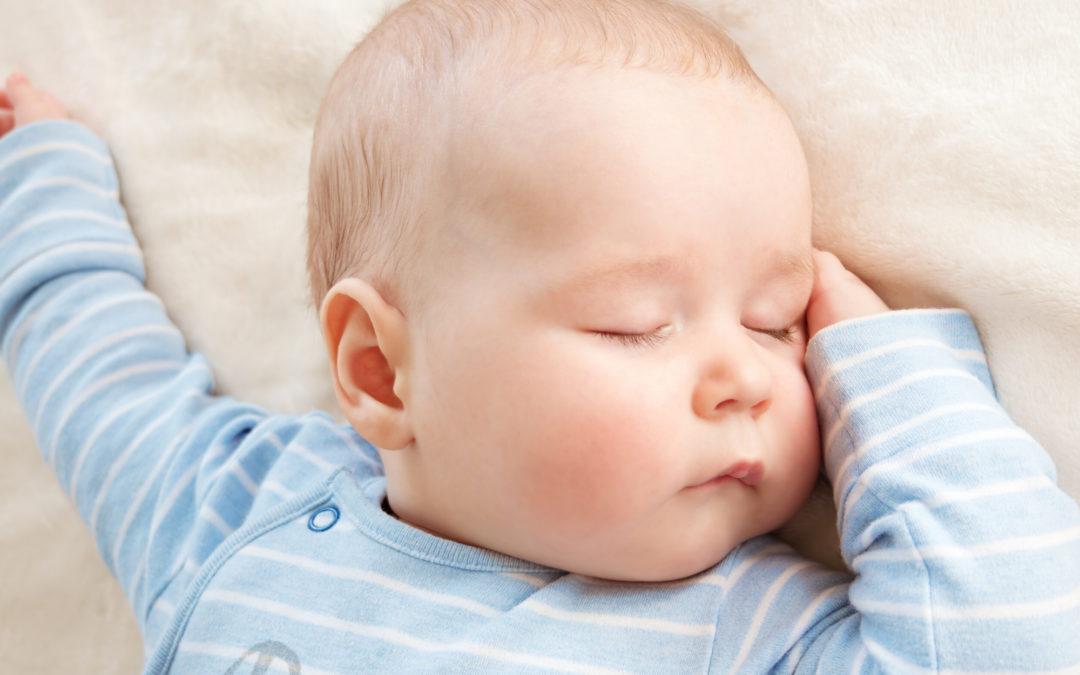 Wie ziehe ich mein Kind zum Schlafen an?